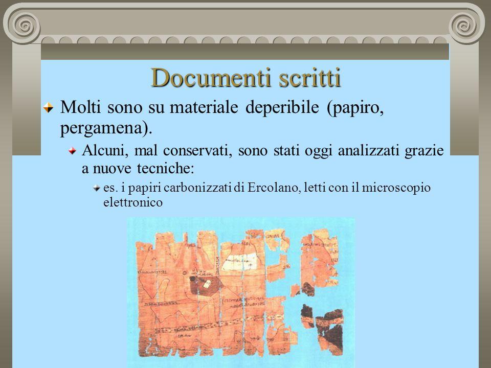 Documenti scritti Molti sono su materiale deperibile (papiro, pergamena).