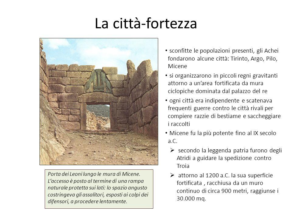 La città-fortezza sconfitte le popolazioni presenti, gli Achei fondarono alcune città: Tirinto, Argo, Pilo, Micene.