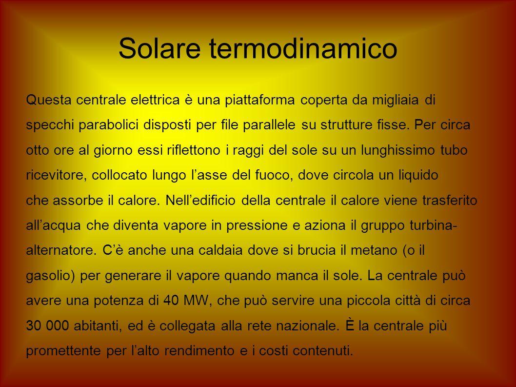 Solare termodinamico Questa centrale elettrica è una piattaforma coperta da migliaia di.