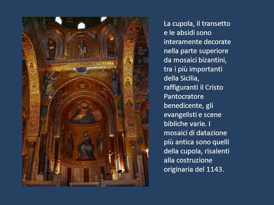 La cupola, il transetto e le absidi sono interamente decorate nella parte superiore da mosaici bizantini, tra i più importanti della Sicilia, raffiguranti il Cristo Pantocratore benedicente, gli evangelisti e scene bibliche varie.