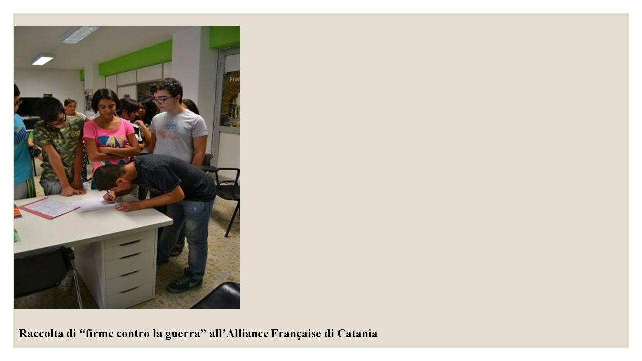 Raccolta di firme contro la guerra all'Alliance Française di Catania