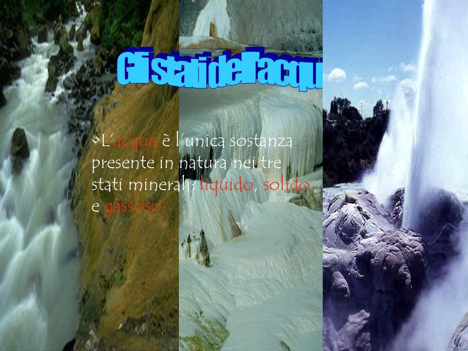 Gli stati dell acqua L'acqua è l'unica sostanza presente in natura nei tre stati minerali: liquido, solido e gassoso.
