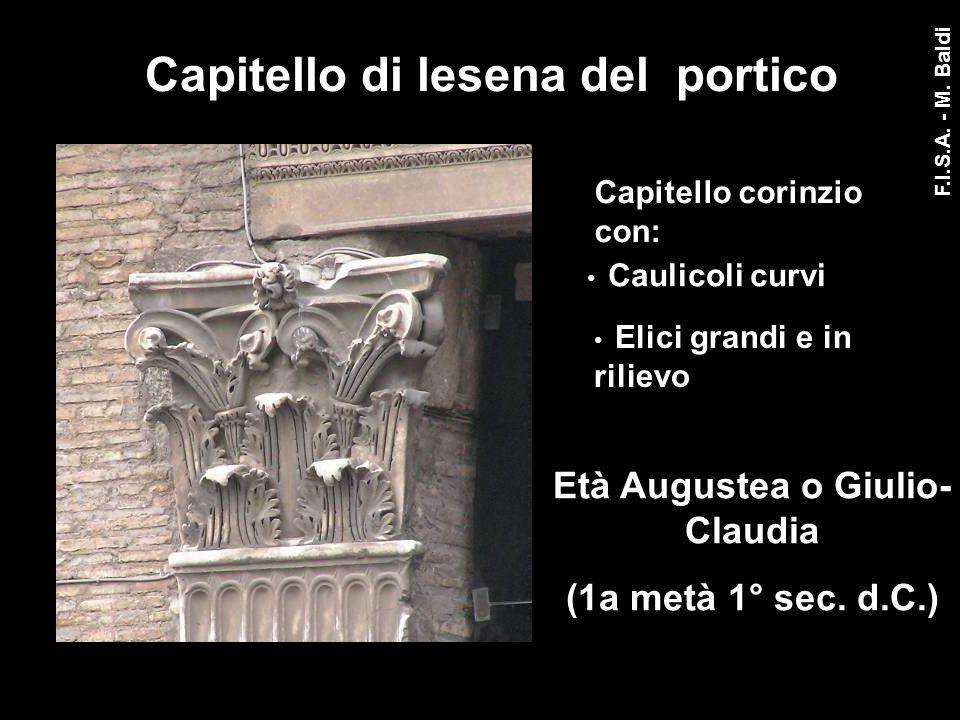 Capitello di lesena del portico