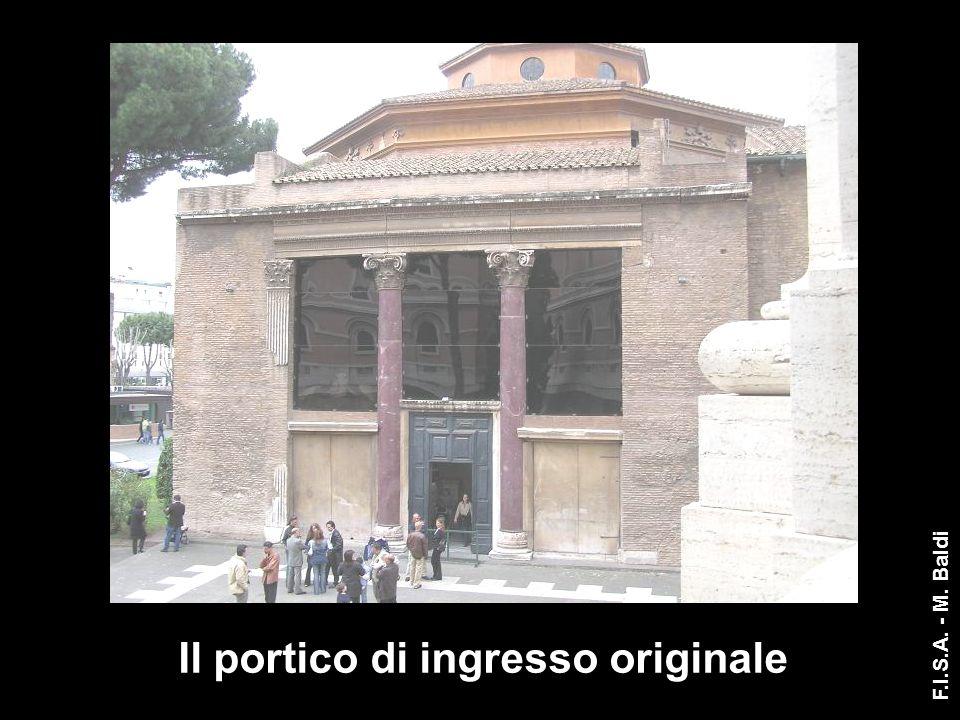 Il portico di ingresso originale