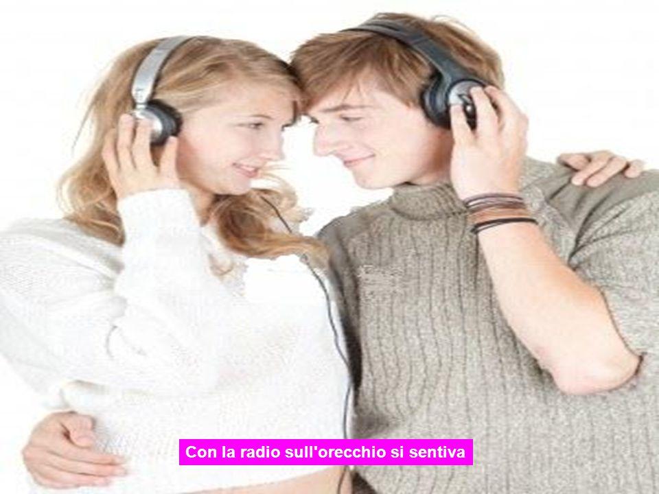 Con la radio sull orecchio si sentiva