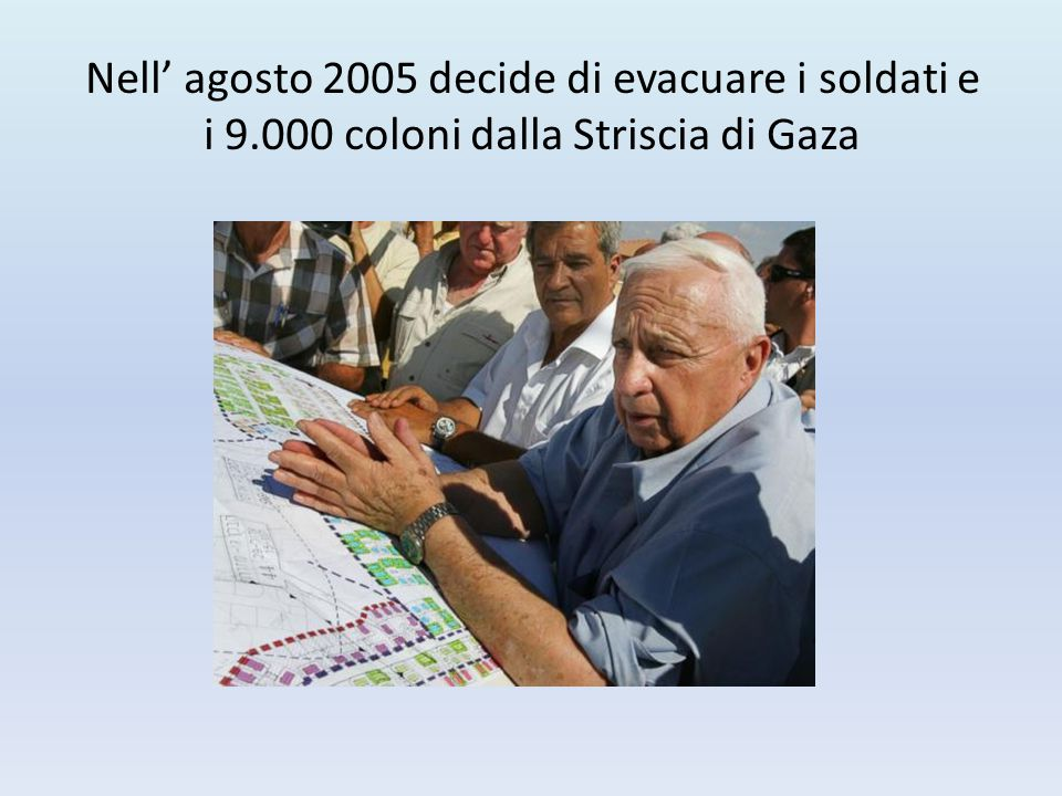 Nell' agosto 2005 decide di evacuare i soldati e i 9