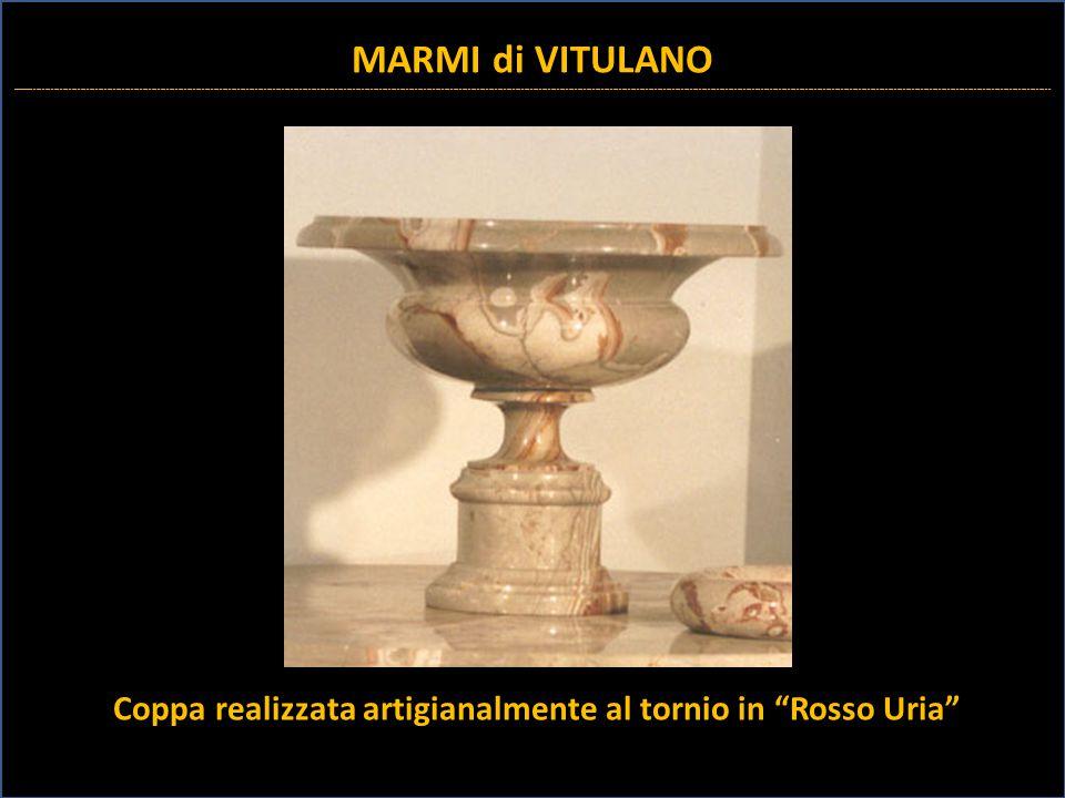 Coppa realizzata artigianalmente al tornio in Rosso Uria