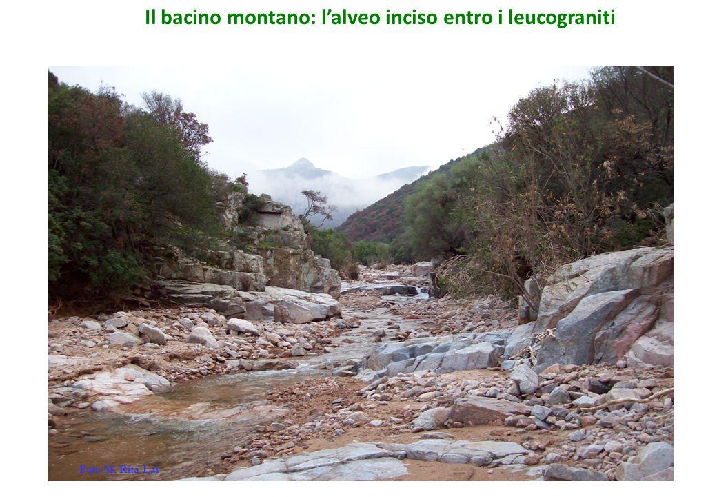 Il bacino montano: l'alveo inciso entro i leucograniti