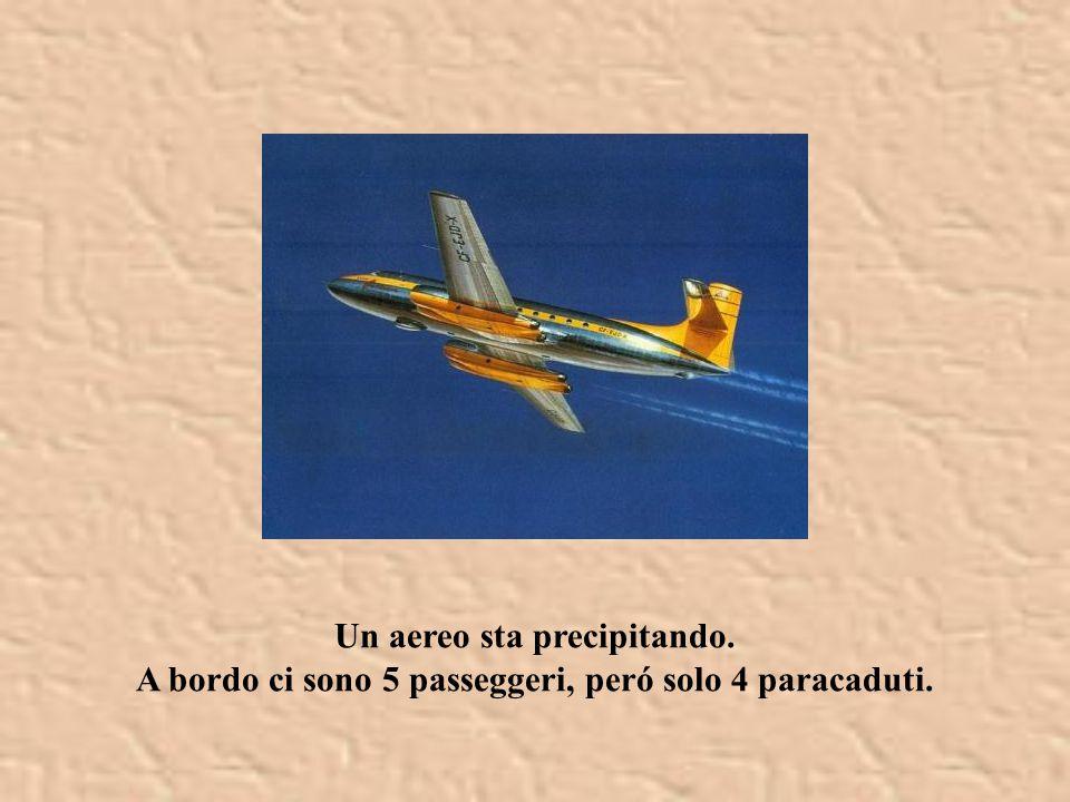 Un aereo sta precipitando.