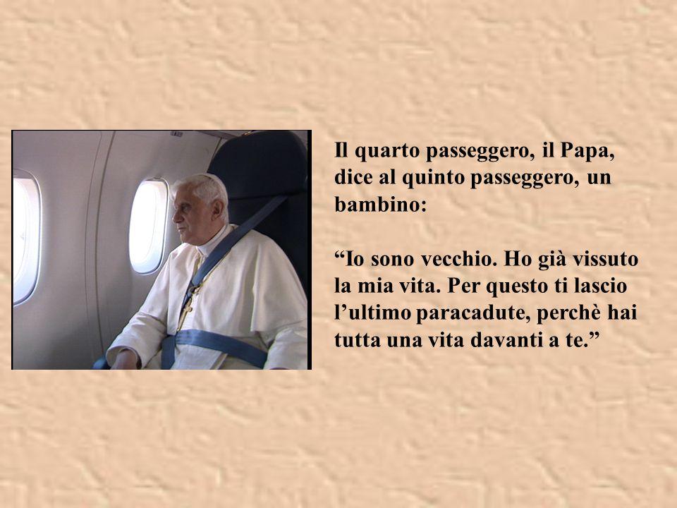 Il quarto passeggero, il Papa, dice al quinto passeggero, un bambino:
