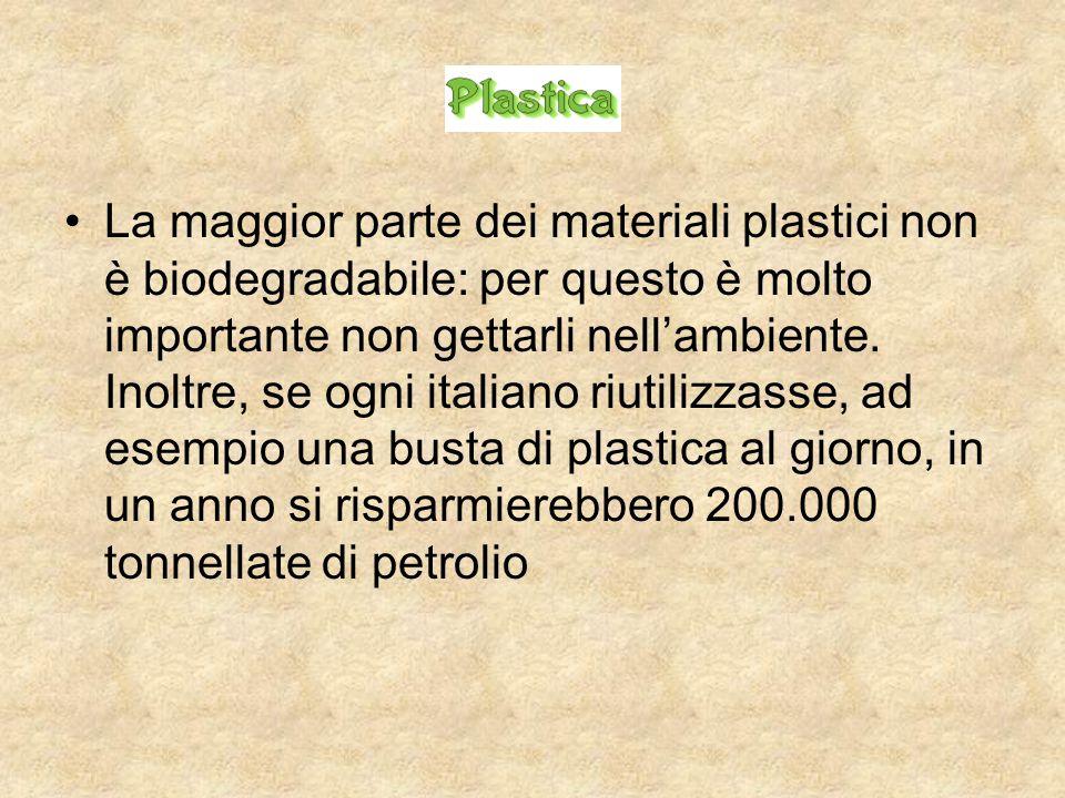 La maggior parte dei materiali plastici non è biodegradabile: per questo è molto importante non gettarli nell'ambiente.