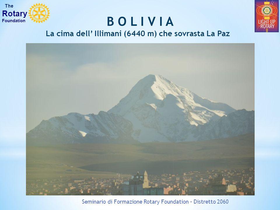 La cima dell' Illimani (6440 m) che sovrasta La Paz