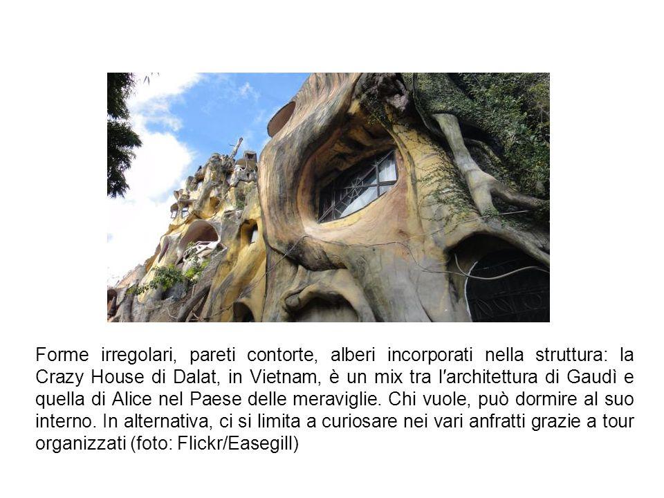 Forme irregolari, pareti contorte, alberi incorporati nella struttura: la Crazy House di Dalat, in Vietnam, è un mix tra l′architettura di Gaudì e quella di Alice nel Paese delle meraviglie.