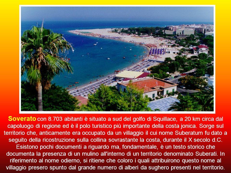 Soverato con 8.703 abitanti è situato a sud del golfo di Squillace, a 20 km circa dal capoluogo di regione ed è il polo turistico più importante della costa jonica.