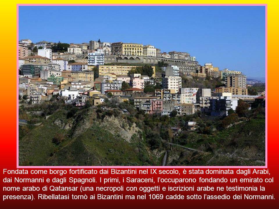 Fondata come borgo fortificato dai Bizantini nel IX secolo, è stata dominata dagli Arabi, dai Normanni e dagli Spagnoli.