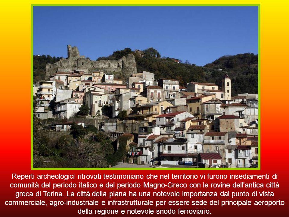 Reperti archeologici ritrovati testimoniano che nel territorio vi furono insediamenti di comunità del periodo italico e del periodo Magno-Greco con le rovine dell antica città greca di Terina.