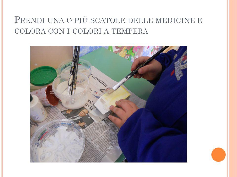Prendi una o più scatole delle medicine e colora con i colori a tempera