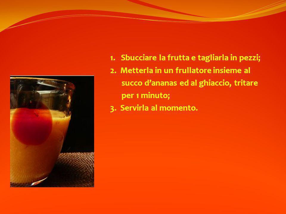 1. Sbucciare la frutta e tagliarla in pezzi;