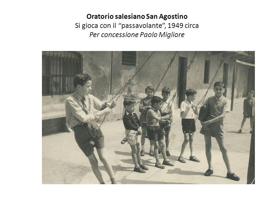 Oratorio salesiano San Agostino Si gioca con il passavolante , 1949 circa Per concessione Paolo Migliore