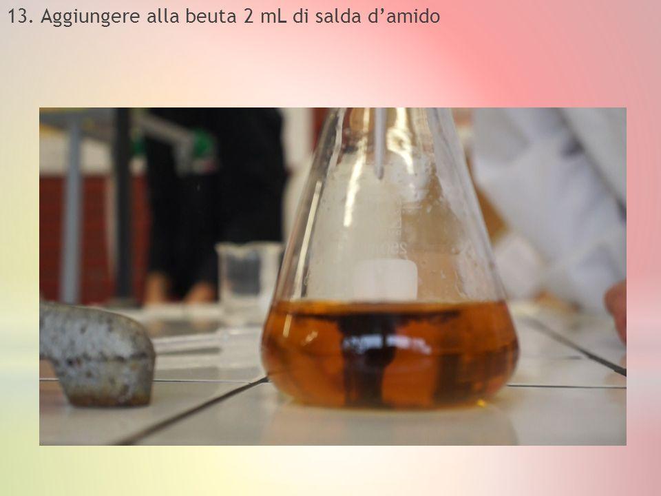 13. Aggiungere alla beuta 2 mL di salda d'amido