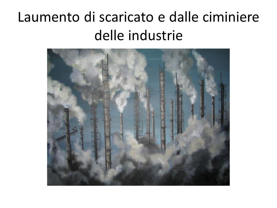 Laumento di scaricato e dalle ciminiere delle industrie
