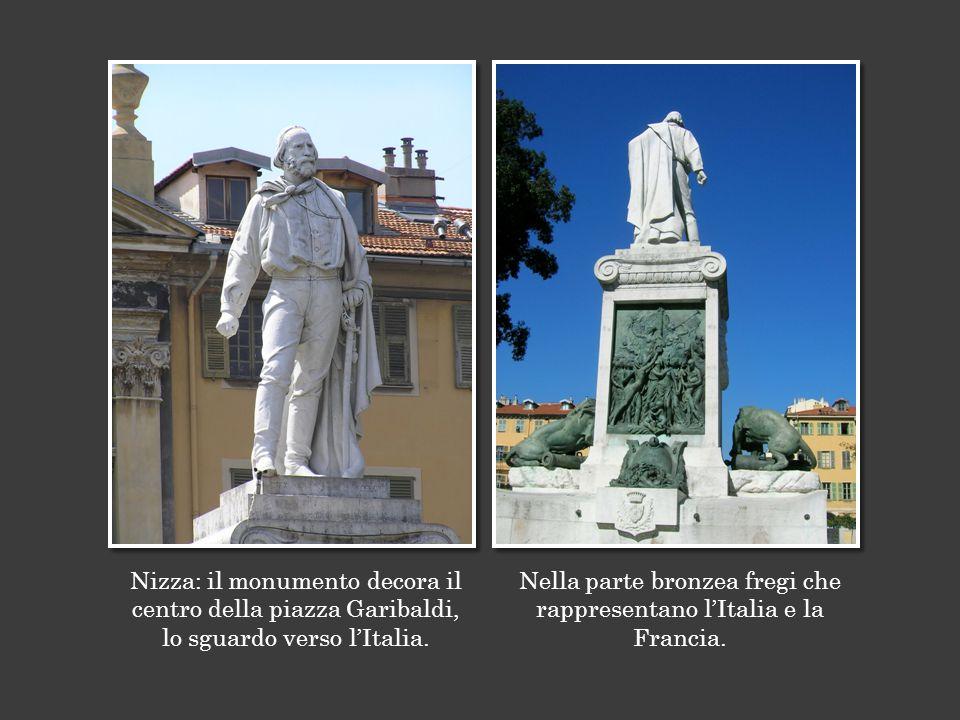 Nella parte bronzea fregi che rappresentano l'Italia e la Francia.