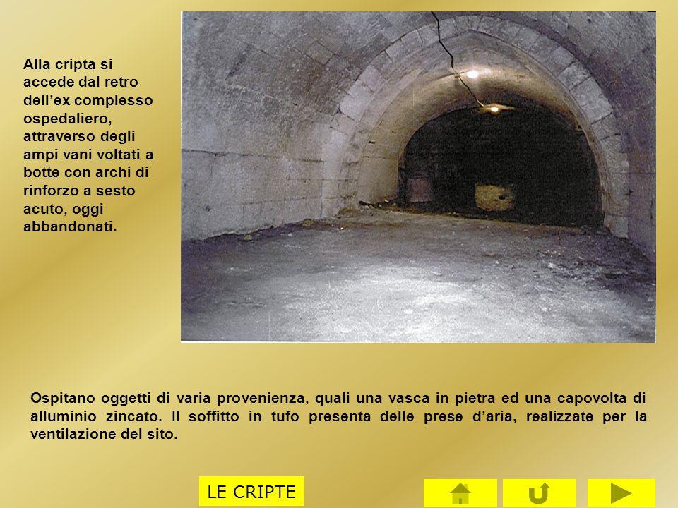 Alla cripta si accede dal retro dell'ex complesso ospedaliero, attraverso degli ampi vani voltati a botte con archi di rinforzo a sesto acuto, oggi abbandonati.