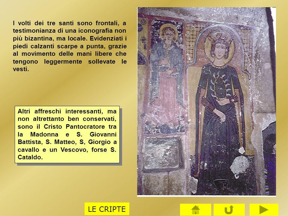I volti dei tre santi sono frontali, a testimonianza di una iconografia non più bizantina, ma locale. Evidenziati i piedi calzanti scarpe a punta, grazie al movimento delle mani libere che tengono leggermente sollevate le vesti.