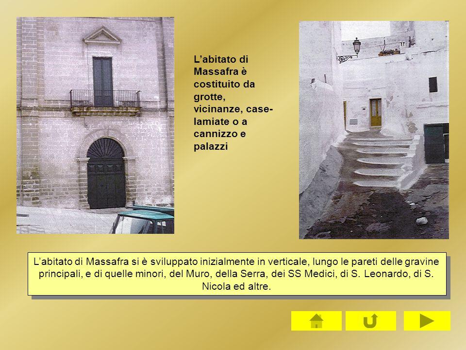 L'abitato di Massafra è costituito da grotte, vicinanze, case-lamiate o a cannizzo e palazzi