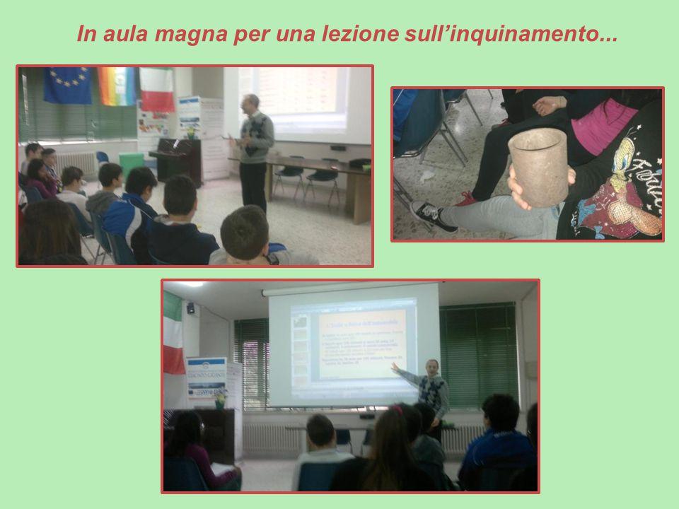 In aula magna per una lezione sull'inquinamento...