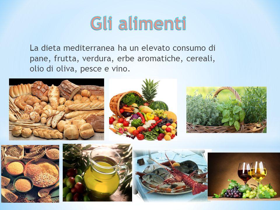 Gli alimenti La dieta mediterranea ha un elevato consumo di pane, frutta, verdura, erbe aromatiche, cereali, olio di oliva, pesce e vino.