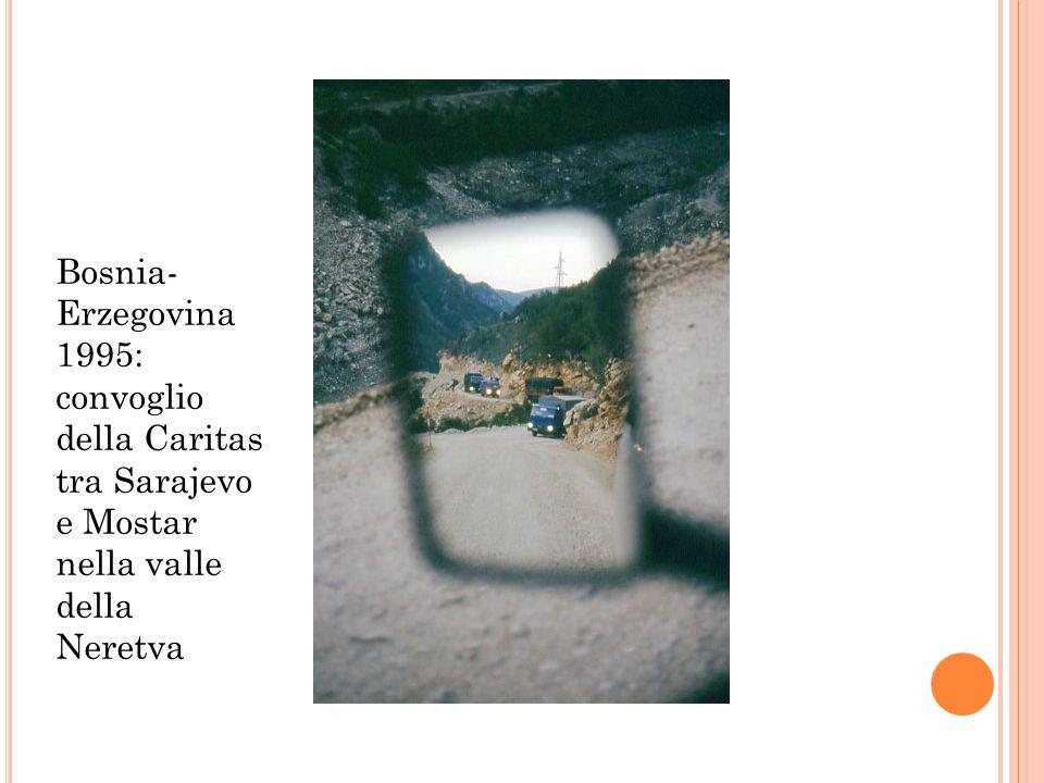 Bosnia-Erzegovina 1995: convoglio della Caritas tra Sarajevo e Mostar nella valle della Neretva