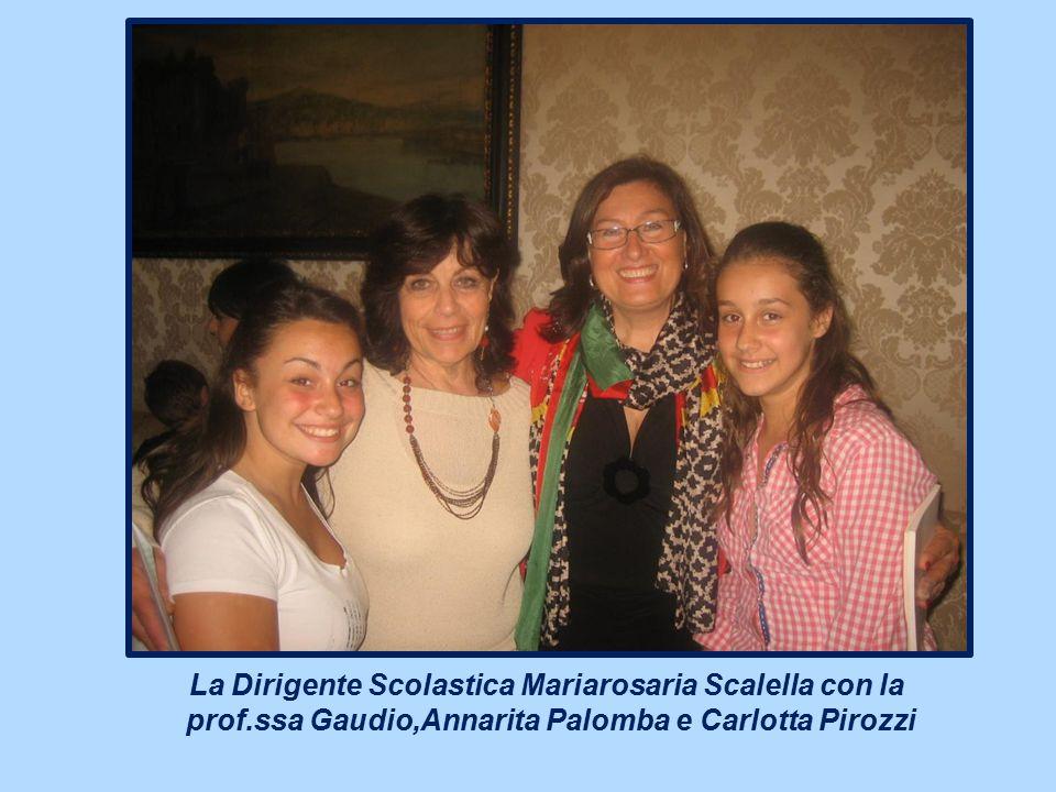 La Dirigente Scolastica Mariarosaria Scalella con la prof
