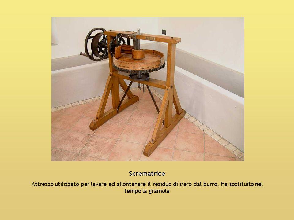 Scrematrice Attrezzo utilizzato per lavare ed allontanare il residuo di siero dal burro.