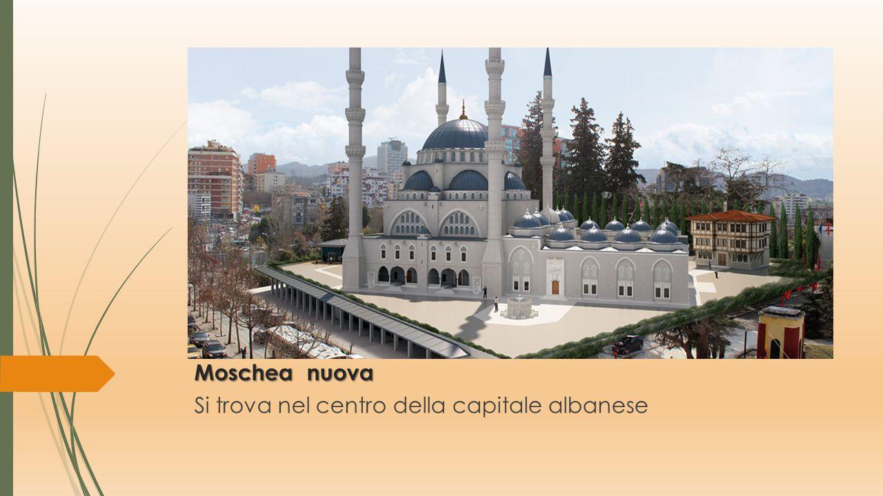 Si trova nel centro della capitale albanese