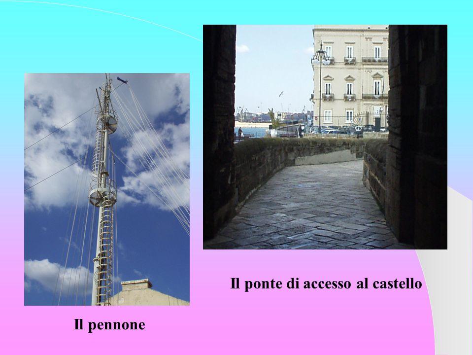 Il ponte di accesso al castello