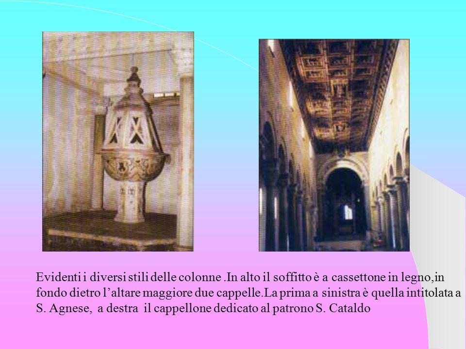 Evidenti i diversi stili delle colonne