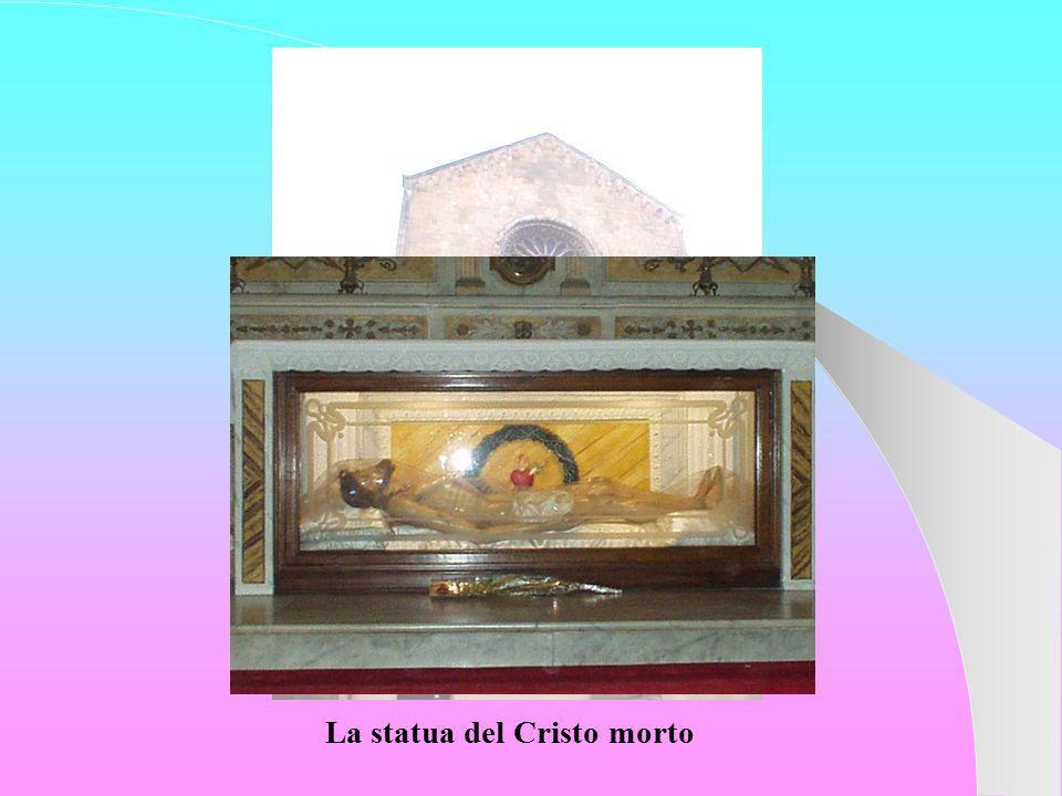 La statua del Cristo morto