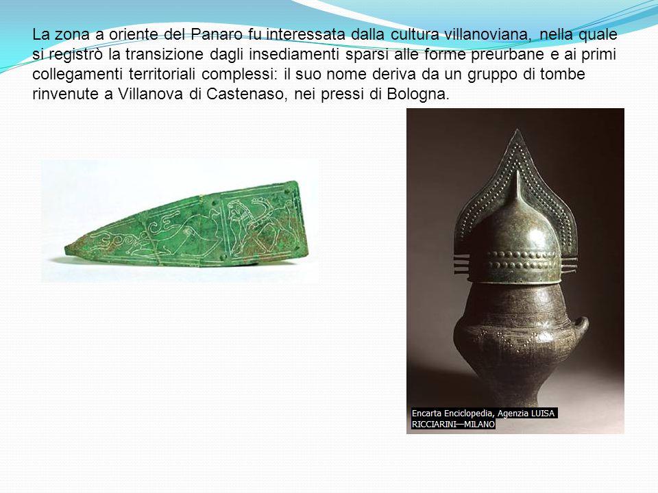 La zona a oriente del Panaro fu interessata dalla cultura villanoviana, nella quale si registrò la transizione dagli insediamenti sparsi alle forme preurbane e ai primi collegamenti territoriali complessi: il suo nome deriva da un gruppo di tombe rinvenute a Villanova di Castenaso, nei pressi di Bologna.