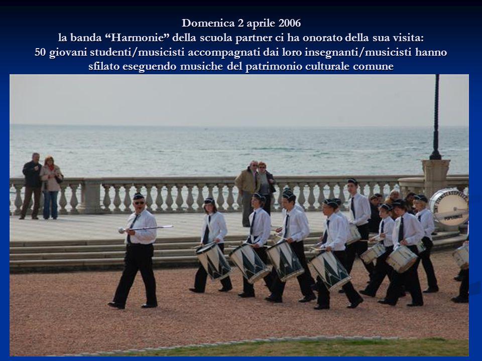 Domenica 2 aprile 2006 la banda Harmonie della scuola partner ci ha onorato della sua visita: 50 giovani studenti/musicisti accompagnati dai loro insegnanti/musicisti hanno sfilato eseguendo musiche del patrimonio culturale comune