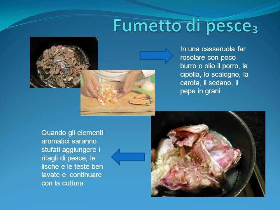 Fumetto di pesce₃ In una casseruola far rosolare con poco burro o olio il porro, la cipolla, lo scalogno, la carota, il sedano, il pepe in grani.