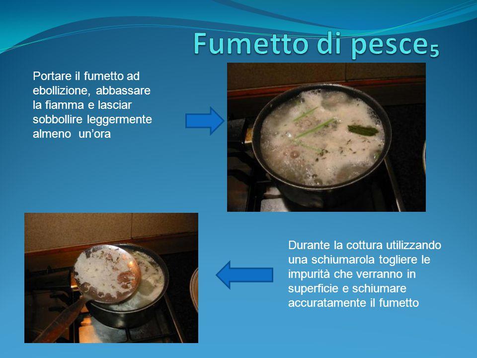 Fumetto di pesce₅ Portare il fumetto ad ebollizione, abbassare la fiamma e lasciar sobbollire leggermente almeno un'ora.