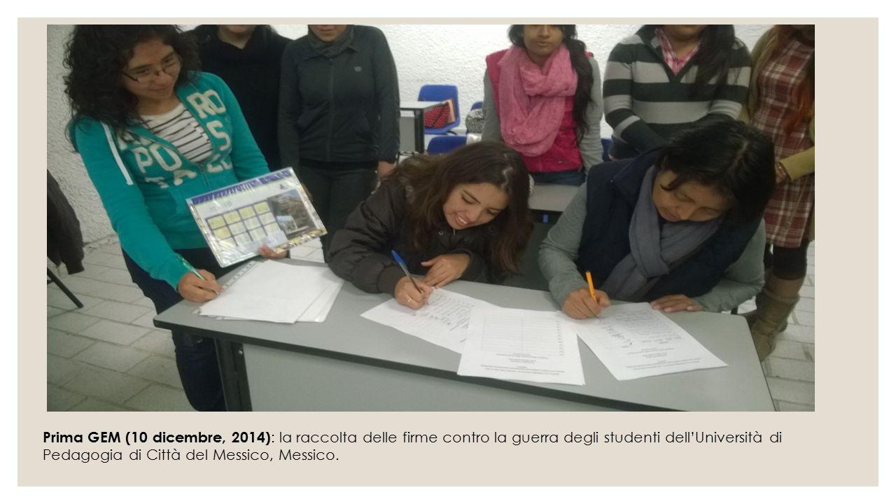 Prima GEM (10 dicembre, 2014): la raccolta delle firme contro la guerra degli studenti dell'Università di Pedagogia di Città del Messico, Messico.