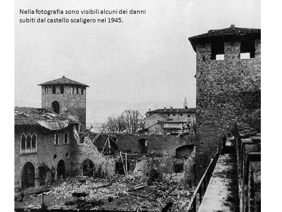 Nella fotografia sono visibili alcuni dei danni subiti dal castello scaligero nel 1945.