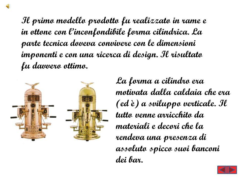 Il primo modello prodotto fu realizzato in rame e in ottone con l'inconfondibile forma cilindrica. La parte tecnica doveva convivere con le dimensioni imponenti e con una ricerca di design. Il risultato fu davvero ottimo.