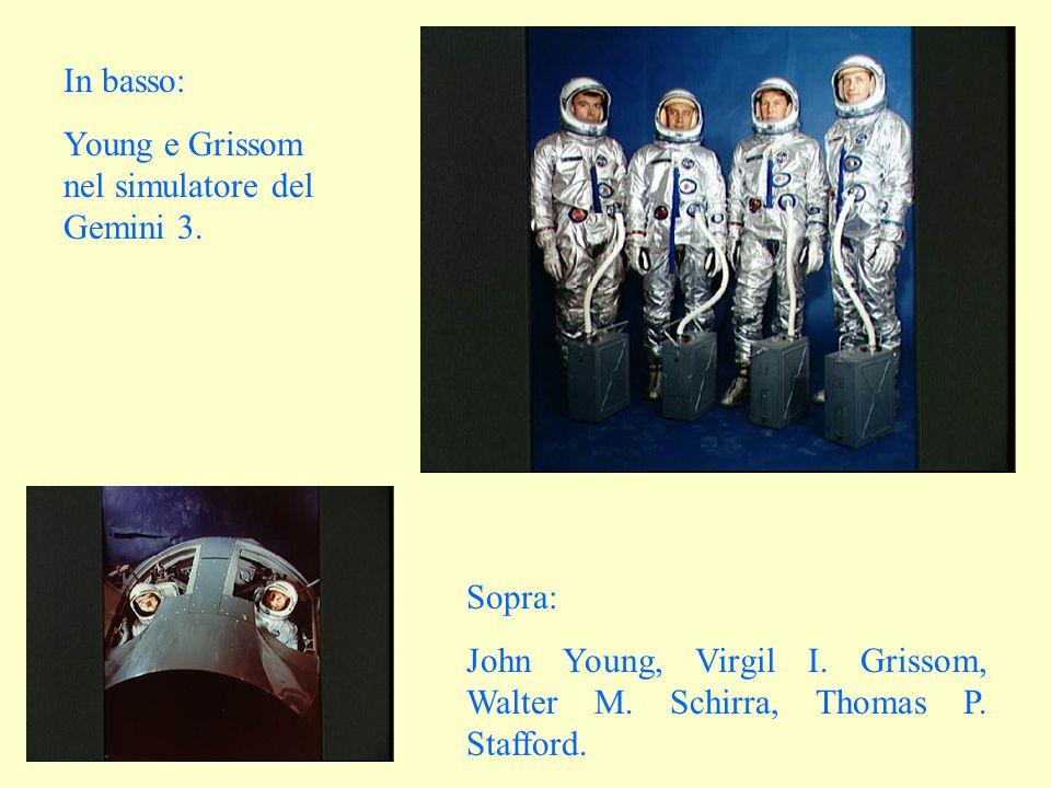 In basso: Young e Grissom nel simulatore del Gemini 3.