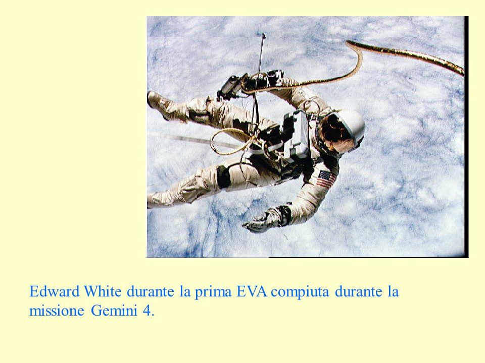 Edward White durante la prima EVA compiuta durante la missione Gemini 4.
