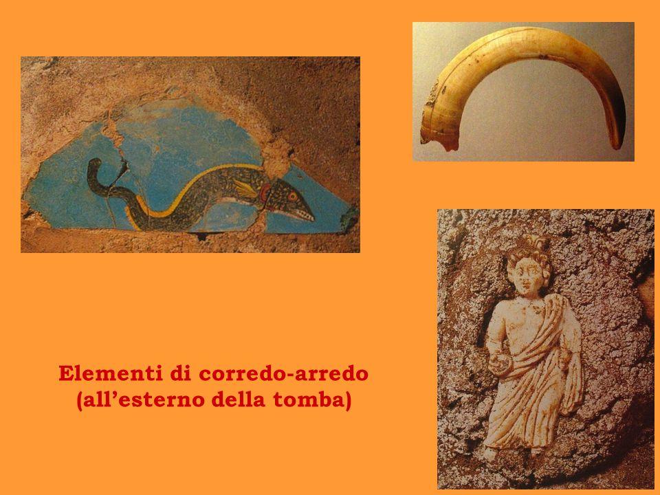 Elementi di corredo-arredo (all'esterno della tomba)