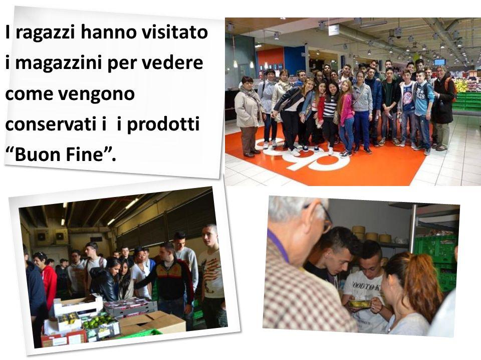 I ragazzi hanno visitato i magazzini per vedere come vengono conservati i i prodotti Buon Fine .