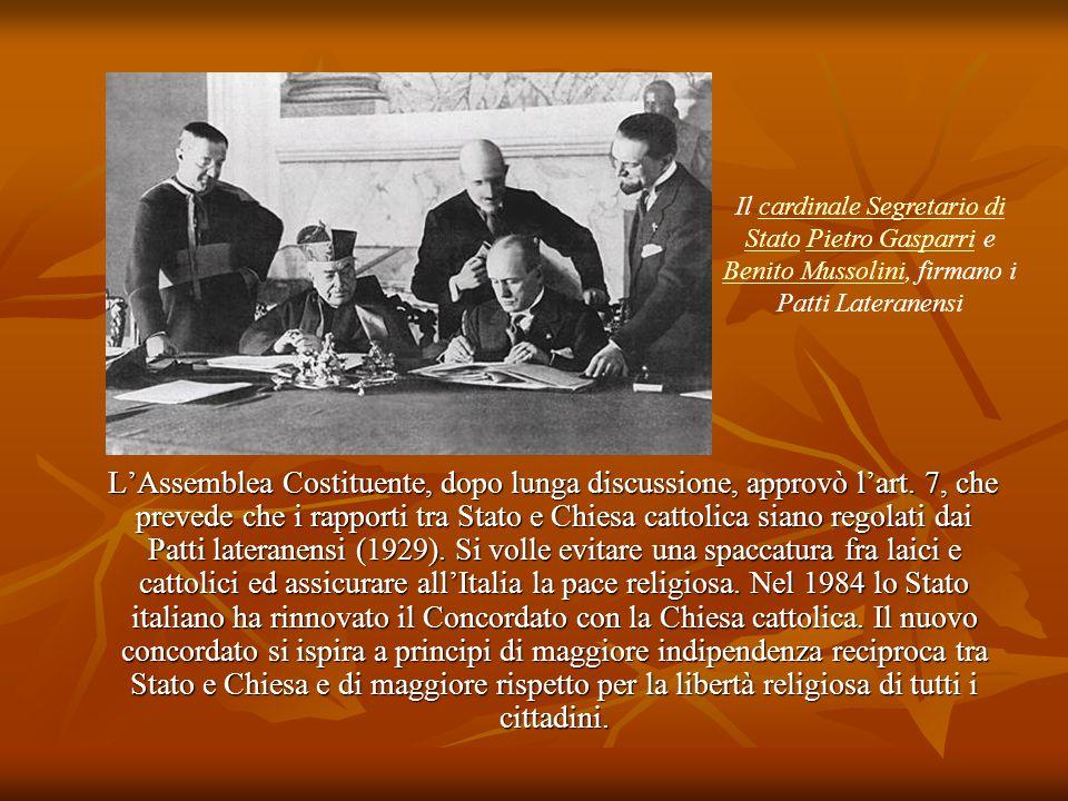 Il cardinale Segretario di Stato Pietro Gasparri e Benito Mussolini, firmano i Patti Lateranensi